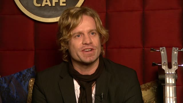 arno carstens on how the sound of his new album is very different from his previous albums on how he can perform all the songs with a band at the... - アルバムのタイトル点の映像素材/bロール