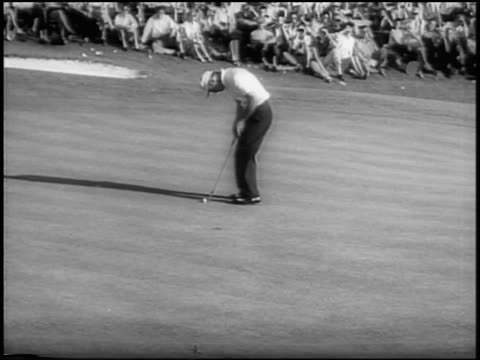 arnold palmer putting on green + missing hole / masters tournament / augusta, ga - green di golf video stock e b–roll