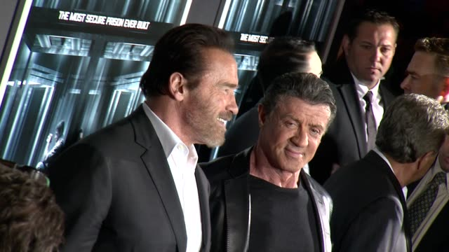 vidéos et rushes de arnold schwarzenegger and sylvester stallone at escape plan new york premiere arrivals in new york ny - arnold schwarzenegger