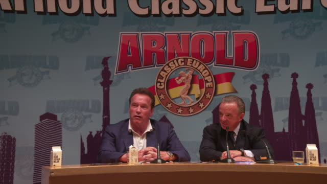 vídeos de stock e filmes b-roll de arnold schwarzenegger answers a question about bodybuilding and being governor of california at a press conference for arnold classic 2017 europe... - conferência de imprensa