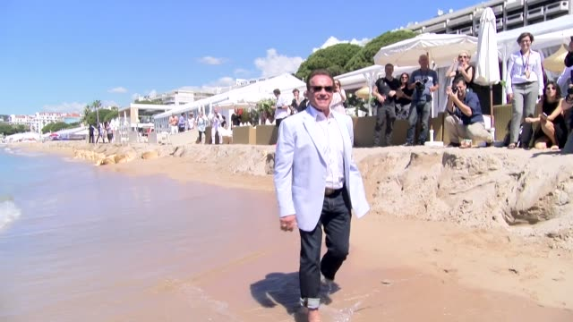 vidéos et rushes de arnold schwarzenegger at carlton hotel on may 20 2017 in cannes france - arnold schwarzenegger