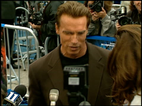 arnold schwarzenegger at the 'batman and robin' premiere on june 12, 1997. - anno 1997 video stock e b–roll