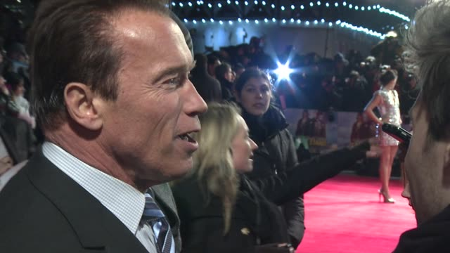arnold schwarzenegger at 'the last stand' uk premiere at empire leicester square on january 22 2013 in london england - arnold schwarzenegger stock-videos und b-roll-filmmaterial