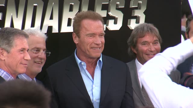 vidéos et rushes de arnold schwarzenegger at the the expendables 3 los angeles premiere at tcl chinese theatre on august 11 2014 in hollywood california - arnold schwarzenegger