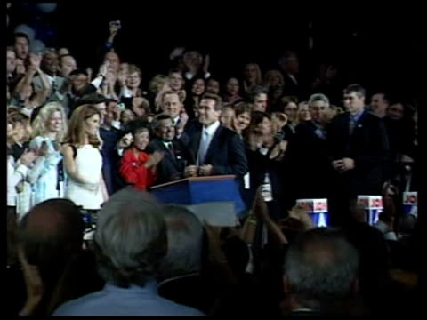 arnold schwarzenegger elected california governor evening california los angeles arnold schwarzenegger along with wife maria shriver as announced... - 長点の映像素材/bロール