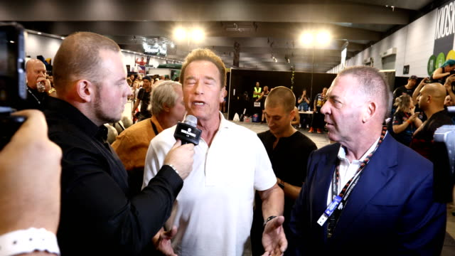 vidéos et rushes de arnold schwarzenegger is interviewed during the arnold sports festival australia at the melbourne convention and exhibition centre on march 17 2018... - arnold schwarzenegger
