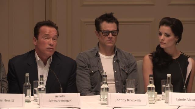 vídeos y material grabado en eventos de stock de interview arnold schwarzenegger on cgi at 'the last stand' press conference at the savoy hotel on january 22 2013 in london england - el último desafío