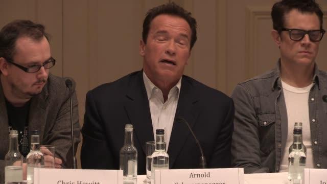 vídeos y material grabado en eventos de stock de interview arnold schwarzenegger on the future at 'the last stand' press conference at the savoy hotel on january 22 2013 in london england - el último desafío