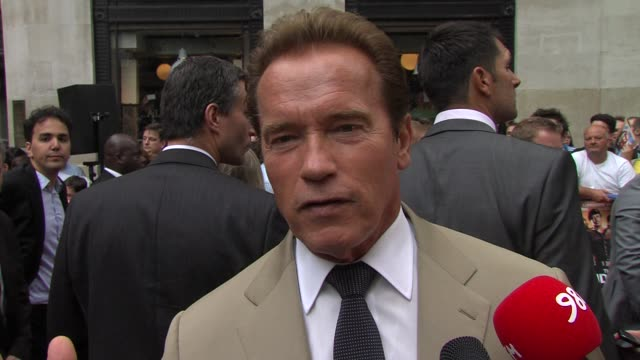 arnold schwarzenegger on the struggle to get the film made at the expendables 2 - uk premiere at empire leicester square on august 13, 2012 in... - arnold schwarzenegger stock-videos und b-roll-filmmaterial