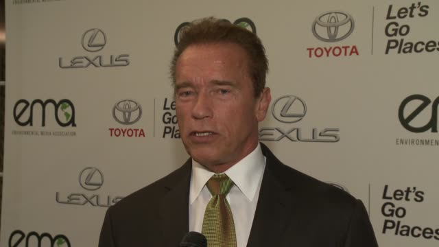 vidéos et rushes de interview arnold schwarzenegger on what it means to him to be honored by the ema awards at 2014 environmental media awards presented by toyota lexus... - arnold schwarzenegger