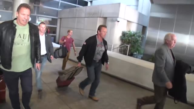 arnold schwarzenegger & ralf moeller arriving at lax airport in los angeles in los angeles in celebrity sightings in los angeles, - arnold schwarzenegger stock-videos und b-roll-filmmaterial