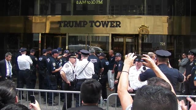 stockvideo's en b-roll-footage met around 100 protestors rallied outside trump towers today at 58th street and 5th avenue resulting in 8 arrest of protestors who had chained them... - 2 5 maanden
