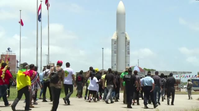 vídeos y material grabado en eventos de stock de around 30 protest leaders in french guiana attempt to occupy a rocket launching space centre as part of demonstrations that have crippled the... - territorios franceses de ultramar
