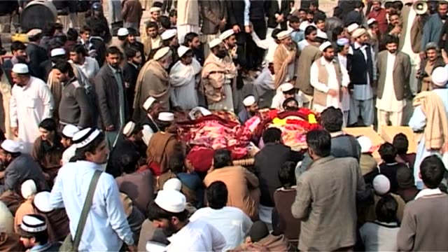 stockvideo's en b-roll-footage met around 300 pakistanis protest against the killing of 14 people in an overnight raid blaming the security forces and refusing to bury the dead until... - verwijten