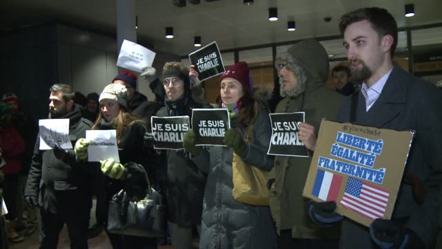 around 300 people, including imf chief christine lagarde, hold a vigil in front of the newseum in washington to pay tribute to the victims of the... - satira video stock e b–roll