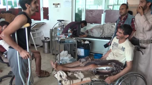 around 500 wounded fighters loyal to exiled president abedrabbo mansour hadi are treated in marib general hospital east of sanaa where they suffer... - esilio video stock e b–roll