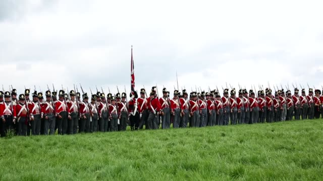 vidéos et rushes de around 5000 historical reenactors will amass this evening to stage the 1st battle reenactment the 'french attack' in front of around 200000... - reconstitution