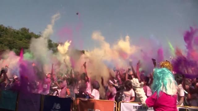 vídeos y material grabado en eventos de stock de around 7000 thai and foreign participants come together for the citys inaugural color run a 5km run that started in the us in 2012 and is inspired by... - holi