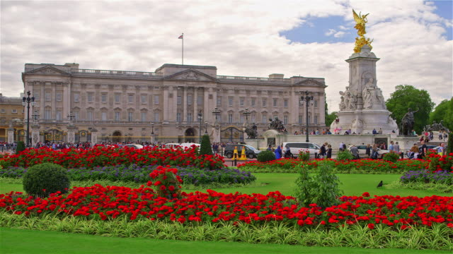 vídeos de stock, filmes e b-roll de around buckingham palace - palácio de buckingham
