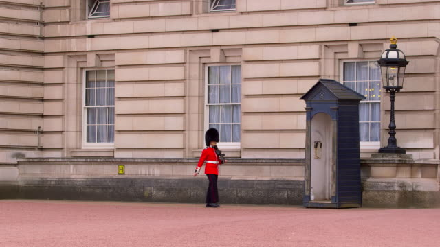around buckingham palace - tunic stock videos & royalty-free footage