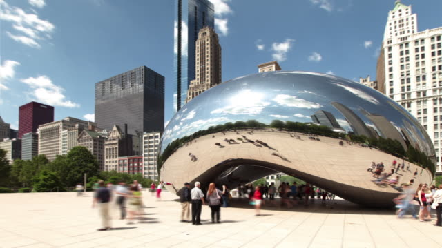 vidéos et rushes de hyperlapse around cloud gate 1 - chicago