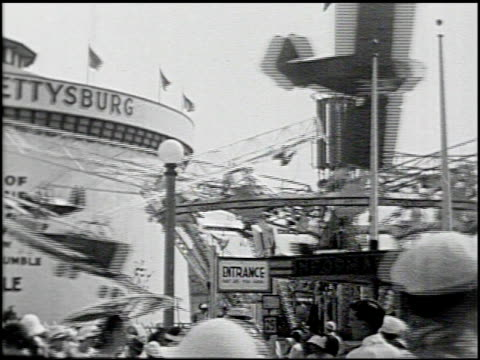 around the fair ny 15 of 15 - altri spezzoni di questa ripresa 2175 video stock e b–roll