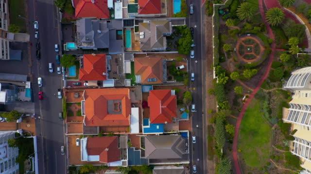 stockvideo's en b-roll-footage met rond de buitenwijken - onroerend goed