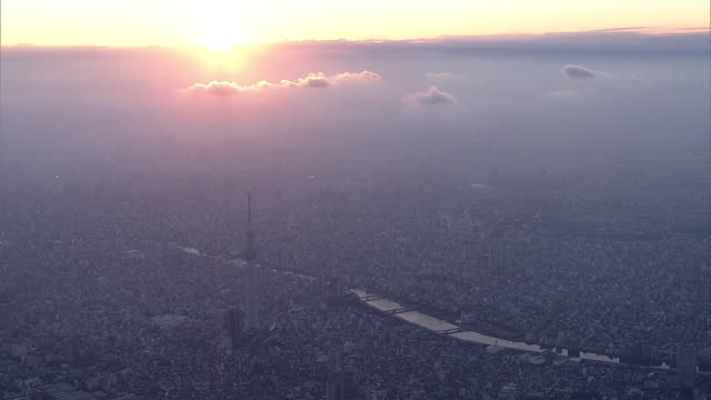 aerial, around tokyo skytree before sunset, japan - 高い点の映像素材/bロール