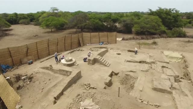 arqueologos peruanos descubrieron un centro ceremonial de 1700 anos de antiguedad en un complejo de la cultura prehispanica mochica al norte de peru - arqueologia stock videos & royalty-free footage