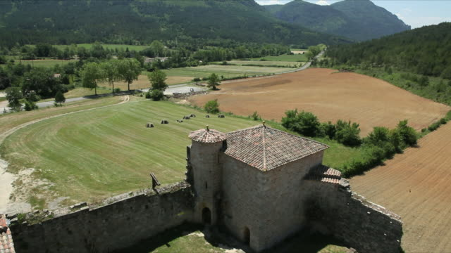 ws ha arques castle in rural landscape / aude, languedoc-roussillon, france - aude stock videos & royalty-free footage