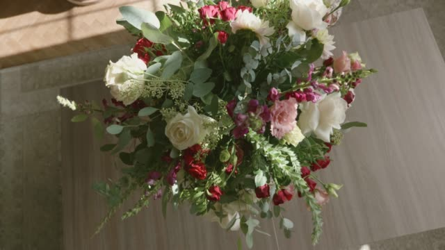 arranging bouquet - flower shop stock videos & royalty-free footage