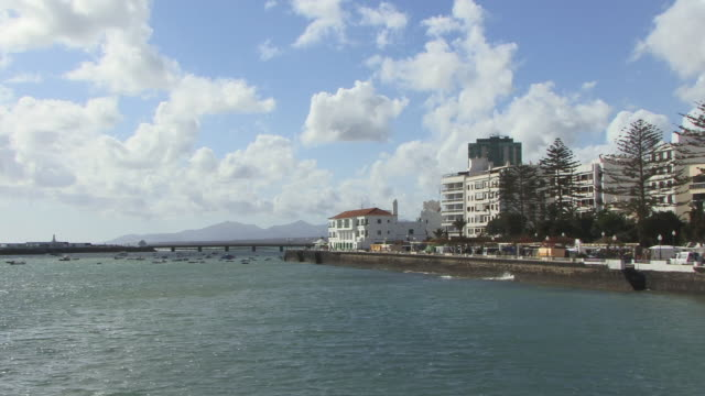vídeos de stock, filmes e b-roll de ws, arrecife harbor, lanzarote, canary islands, spain - ilhas do oceano atlântico