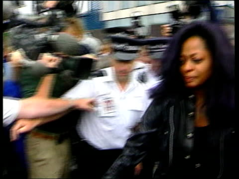 Arrested at Heathrow airport ITN Diana Ross to car and in Car away CF = B0553633 OR Order Ref BSP220999018