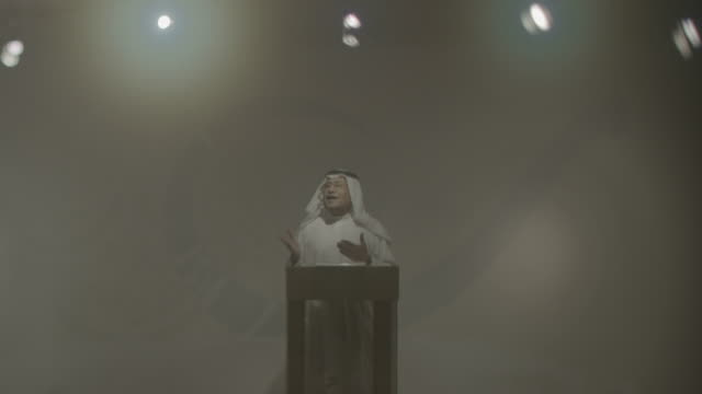 arri alexa shot of a bahraini man standing at a podium and addressing an unseen audience - dish dash stock videos & royalty-free footage