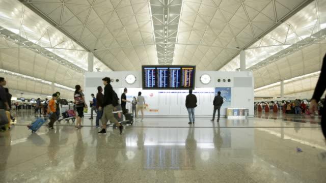 tl ws arrival departure board at airport - 香港国際空港点の映像素材/bロール