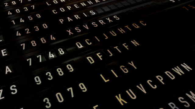 stockvideo's en b-roll-footage met arrival departure board - schoolbord
