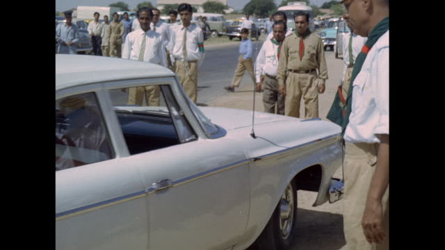 arrival of prince karim aga khan in karachi / pakistan - 高級車点の映像素材/bロール