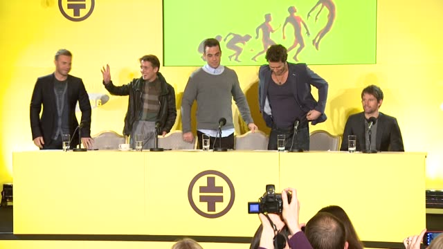 vidéos et rushes de arrival of take that at the take that make a special announcement at london england - take that