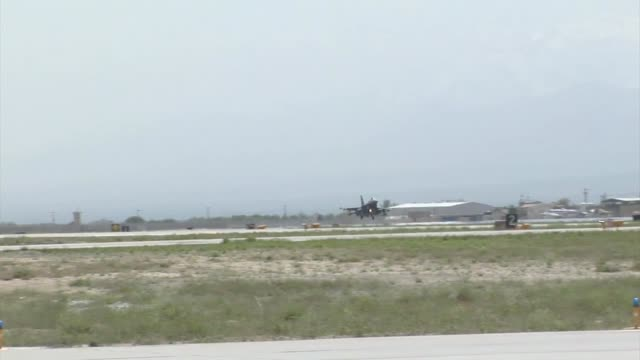 stockvideo's en b-roll-footage met arrival of the 100th fighter squadron f16 fighting falcons at bagram airfield afghanistan the 100 fs is based out of dannelly field alabama - bagram air base