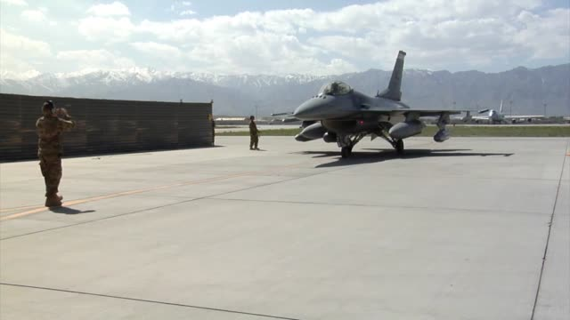 arrival of the 100th fighter squadron f16 fighting falcons at bagram airfield afghanistan the 100 fs is based out of dannelly field alabama - bagram stock-videos und b-roll-filmmaterial