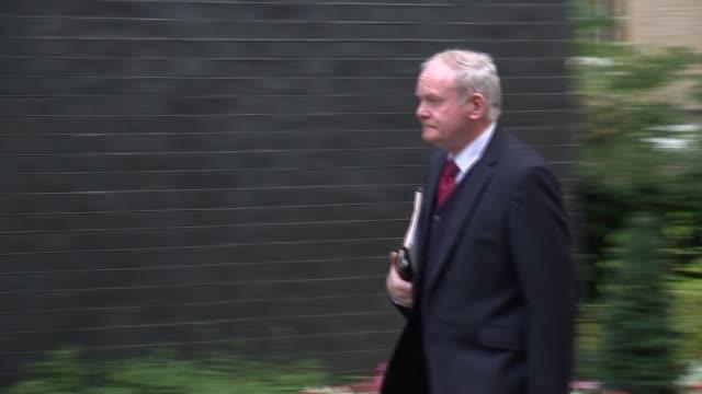 vídeos y material grabado en eventos de stock de arrivals for brexit talks; england: london: downing street: ext arrivals at number 10 for brexit talks including; greg clark mp / 10 downing st /... - greg james