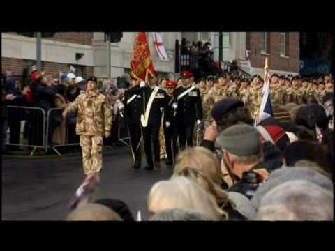 arrivals of the light dragoons brigade soldeirs, returning from afghanistan and paraded through barnsley - 戦隊点の映像素材/bロール