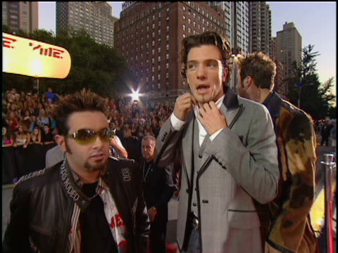n*sync arriving at lincoln center for the 2001 mtv mtv video music awards no audio - justin timberlake stock-videos und b-roll-filmmaterial