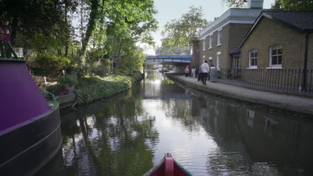 vídeos y material grabado en eventos de stock de llegada a little venice london - barcaza embarcación industrial