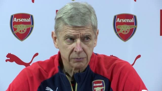 Arsene Wenger press conference ENGLAND Hertfordshire London Colney INT Arsene Wenger into press conference / Arsene Wenger press conference SOT