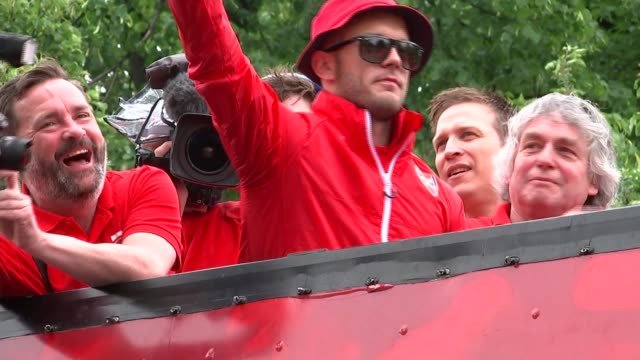 review 3152015 Arsenal player Jack Wilshere addressing fans by microphone from opentop bus during FA Cup victory parade SOT insults Tottenham Hotspur