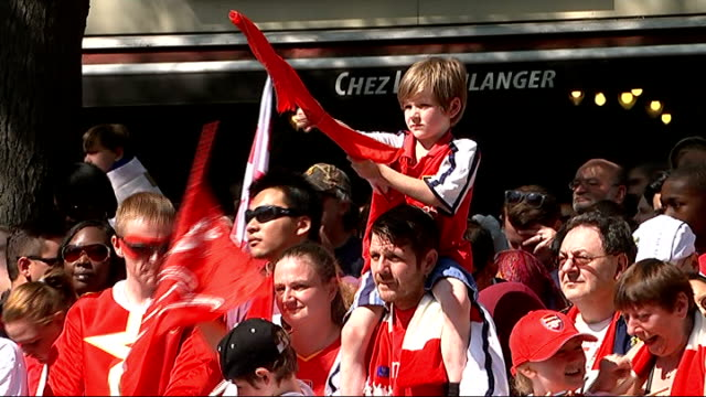 Arsenal FA Cup victory parade **Pop Music heard over following** Various of Arsenal fans cheering and singing as awaiting team bus arrival/