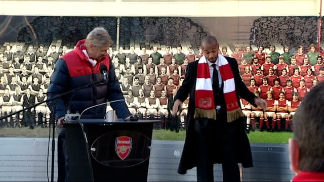 vidéos et rushes de arsenal fc celebrates 125th anniversary: statues unveiled outside emirates stadium; wenger speech about thierry henry sot thierry henry speech sot - statue