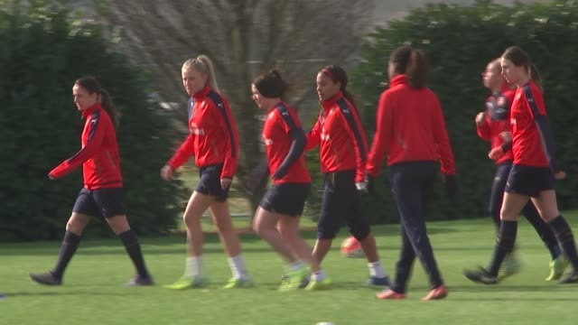 vidéos et rushes de hertfordshire london colney ext varies of the arsenal ladies football team training - s'entraîner