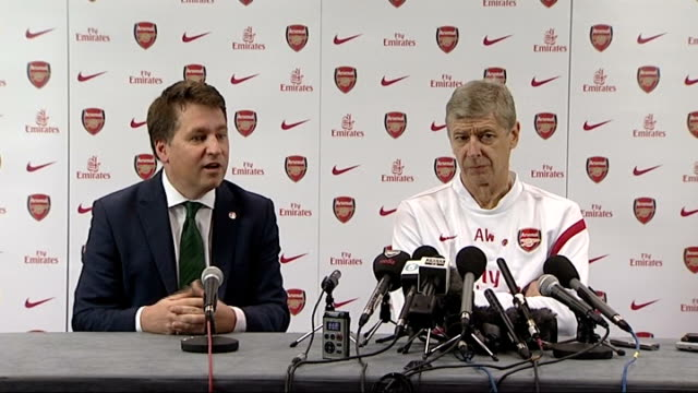 hertfordshire london colney wenger arriving at presser with justin forsyth justin forsyth press conference sot i am really delighted of the... - double chance stock videos & royalty-free footage